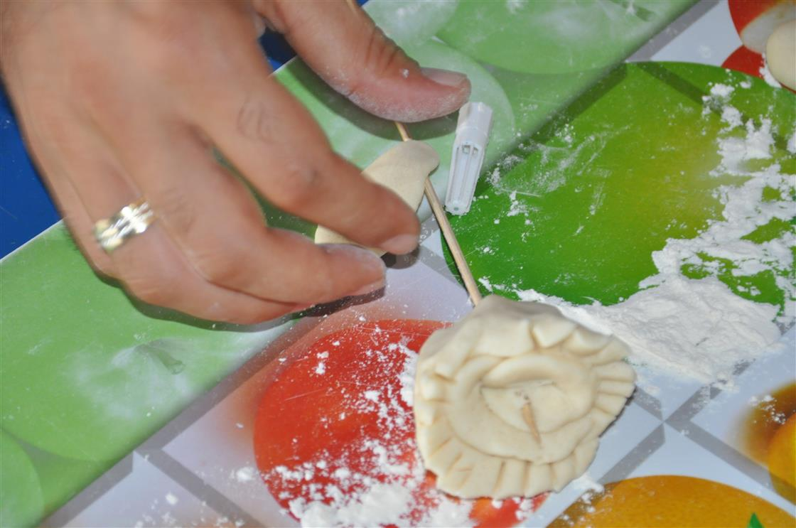 Kreatives Basteln mit Salzteig - Rosenbluete