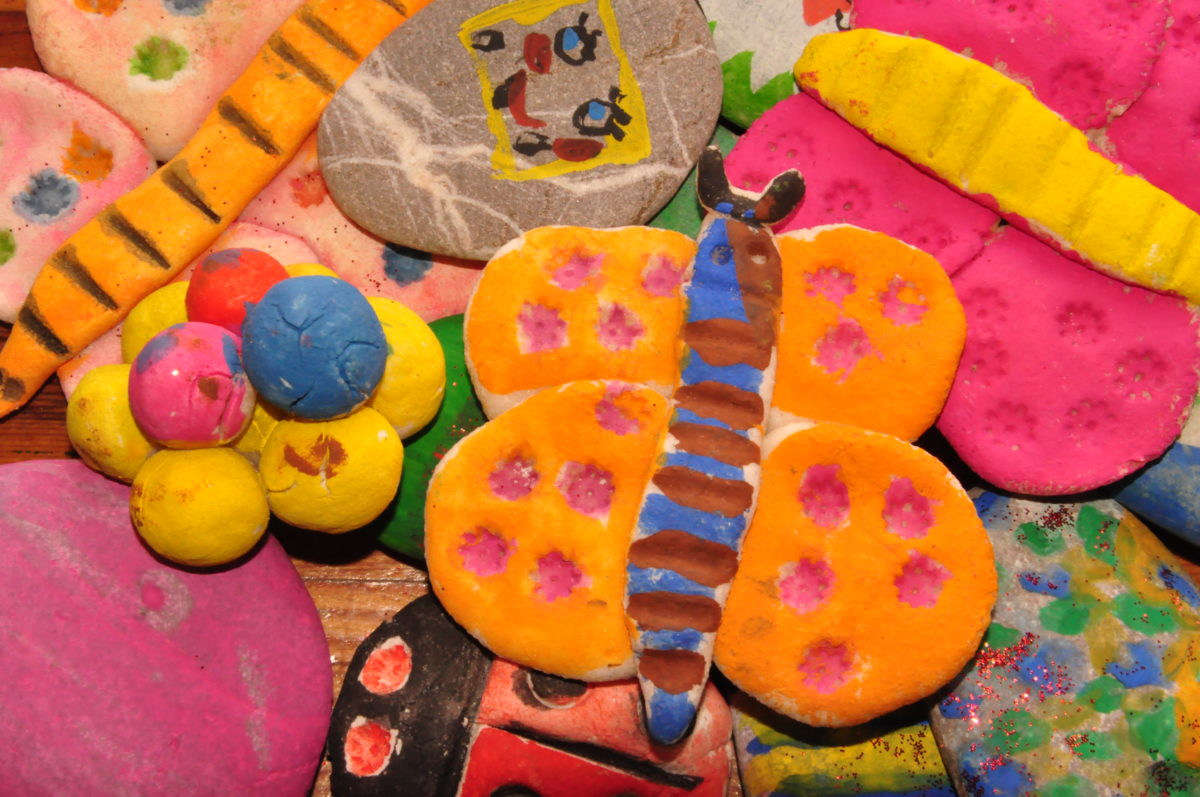 Bunt bemalter Salzteig: Kreatives Basteln mit Salzteig für Kinder und Erwachsene mit tollen Rezepten und Bildern