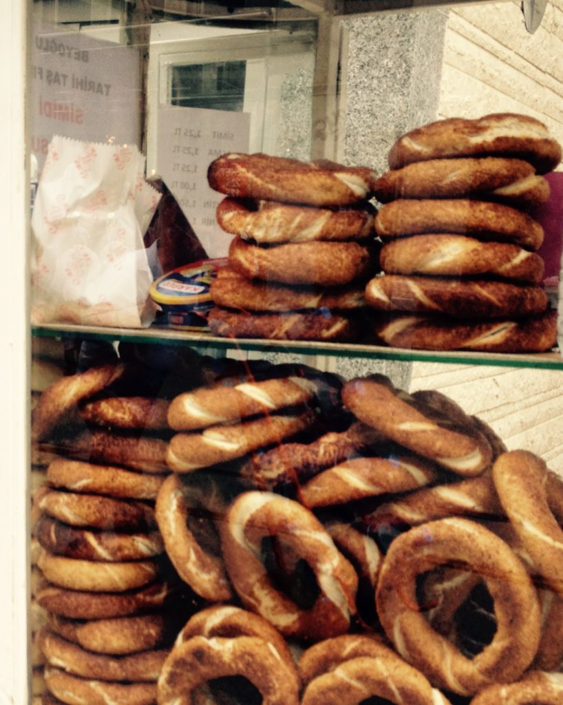 Vegan durch Istanbuls Straßen - Sesamringe Simit