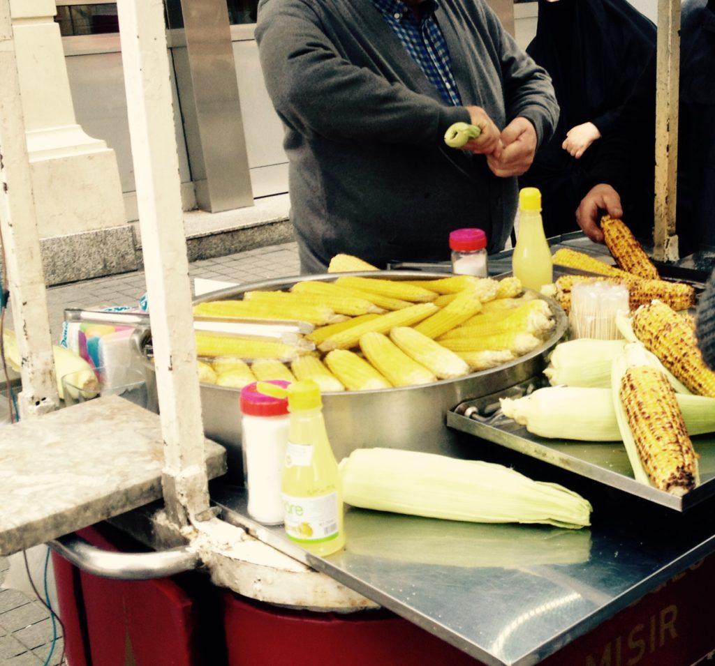 Vegan durch Istanbuls Straßen - Mais in allen Variationen